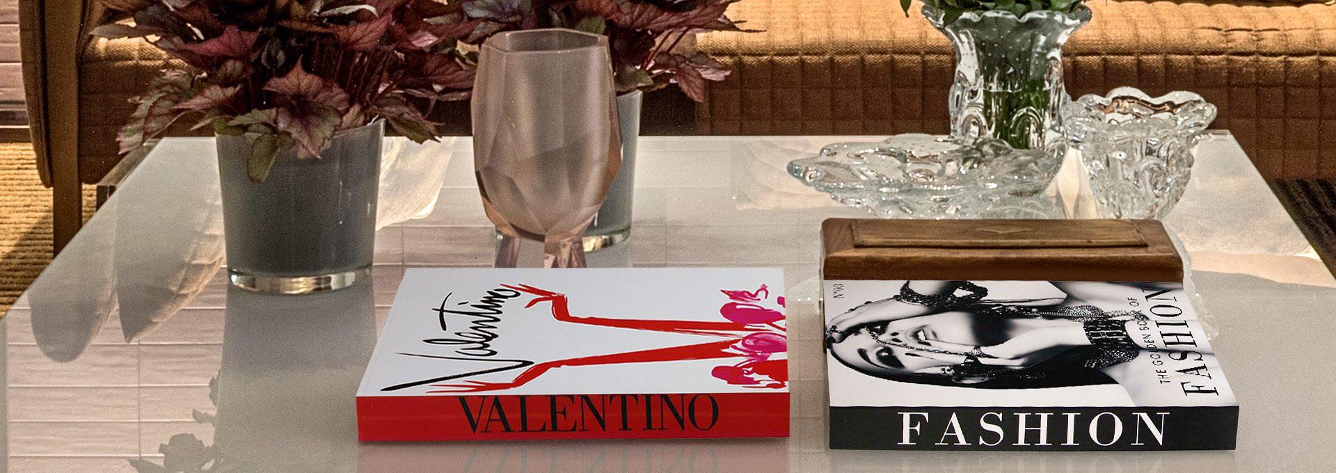 Caixas em formato de livros da Sottile Casa em imagem virtual 3d produzida pelo Studio 25